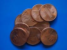 Una moneta di USD del centesimo del dollaro, Stati Uniti U.S.A. sopra il blu Fotografie Stock Libere da Diritti