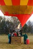 Una mongolfiera è heated appena prima decolla Immagini Stock