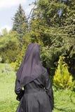 Una monja en el jardín Fotografía de archivo