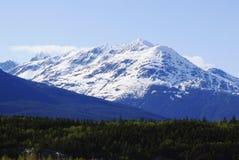Una montagna bianca sulla strada a Skagway Alaska Immagini Stock