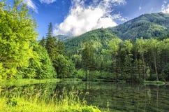 Una montagna della riva del lago Fotografia Stock Libera da Diritti