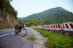 Una moto del triunfo de Honda en Cat Ba Island foto de archivo