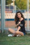Una muchacha adolescente brillante joven ama deportes moda de la calle de la muchacha contemporánea de la juventud Imágenes de archivo libres de regalías