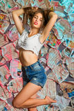 Una muchacha bastante atractiva con el pelo marrón largo Imágenes de archivo libres de regalías