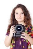 Una muchacha bonita con la cámara aislada Fotos de archivo libres de regalías