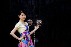 Una muchacha china en ciudad vieja Fotografía de archivo libre de regalías