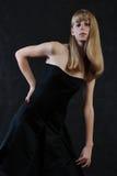 Una muchacha con el pelo hermoso rubio largo Fotografía de archivo