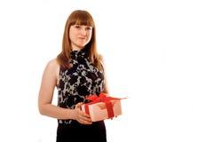 Una muchacha con la caja de regalo roja Fotografía de archivo