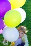 Una muchacha con los globos coloridos Imágenes de archivo libres de regalías