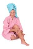 Una muchacha con un turbante de la toalla Imagen de archivo libre de regalías