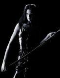 Una muchacha con una espada imagen de archivo