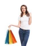 Una muchacha de compras joven, atractiva y feliz Foto de archivo