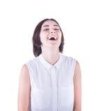 Una muchacha de risa aislada en un fondo blanco Una señora morena feliz Una sonrisa y una mujer acertada de la oficina Concepto d Foto de archivo libre de regalías