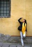Una muchacha en la calle Imágenes de archivo libres de regalías