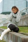Una muchacha en un suéter Fotografía de archivo libre de regalías