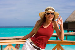 Una muchacha en una playa Imágenes de archivo libres de regalías