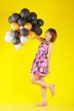 Una muchacha feliz con los globos Fotos de archivo libres de regalías