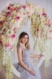 Una muchacha hermosa en un vestido elegante fotografía de archivo libre de regalías