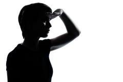 Una muchacha joven del adolescente que mira la silueta delantera Fotografía de archivo