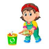 Una muchacha mantener el ambiente limpio por el trush compartimiento de los desperdicios libre illustration