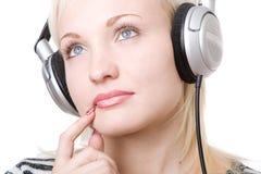 Una muchacha pensativa en auriculares Imagen de archivo