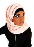 Muchacha bonita con la bufanda. Imagen de archivo libre de regalías