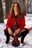 Una muchacha presenta con el violín Imagenes de archivo