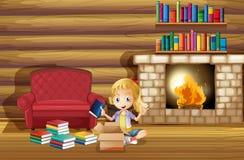 Una muchacha que fija sus libros cerca de la chimenea Imágenes de archivo libres de regalías