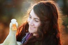 Una muchacha y su pato Fotos de archivo
