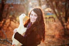 Una muchacha y su pato Imagenes de archivo