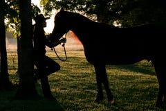 Una muchacha y su serie del caballo Foto de archivo