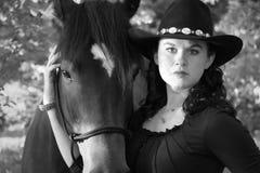 Una muchacha y su serie del caballo Foto de archivo libre de regalías