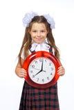 Una muchacha y un reloj Fotografía de archivo