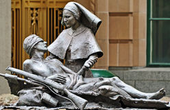 Ciudad herida estatua de Brisbane del soldado y de la enfermera de Anzac foto de archivo