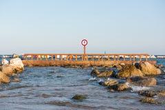 Una muestra de la parada en la playa de Barcelona fotos de archivo