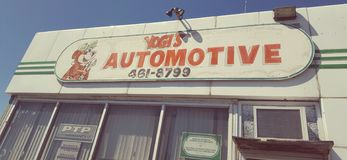 Una muestra de un taller de reparaciones auto Foto de archivo
