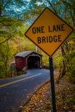 Una muestra del puente del carril en el puente cubierto Fotos de archivo libres de regalías