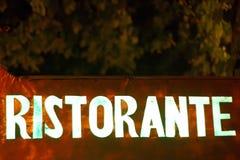 Una muestra del ristorante en el metal Foto de archivo libre de regalías