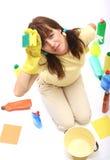 Una mujer cansada de la limpieza Imagen de archivo libre de regalías