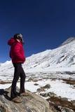 Mujer en el punto cero en Sikkim. Fotos de archivo libres de regalías