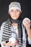 Una mujer con las bolas de nieve Imágenes de archivo libres de regalías