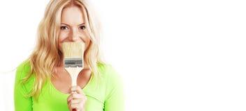 Una mujer con un cepillo Foto de archivo