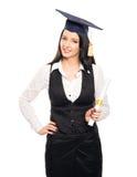 Una mujer del graduado joven con un grado del diploma Imagenes de archivo