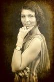 Una mujer elegante en estilo retro de la vendimia fotos de archivo