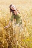 Una mujer en el prado imágenes de archivo libres de regalías