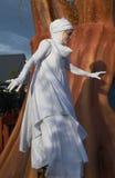 Una mujer en el traje de la Santa Lucía Imágenes de archivo libres de regalías