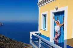 Una mujer en Olympos de Karpathos, Grecia Fotografía de archivo libre de regalías