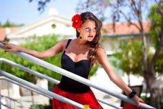 Una mujer española en las escaleras Imagen de archivo