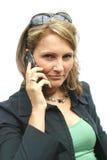 Una mujer hermosa con el teléfono Foto de archivo libre de regalías