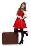 Una mujer hermosa con un equipaje Foto de archivo libre de regalías